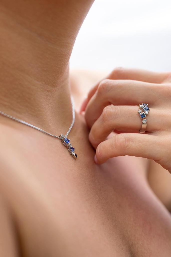 set in witgoud diamant en saffier