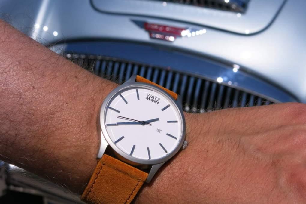 WATZMANN Armbanduhr vor Oldtimer