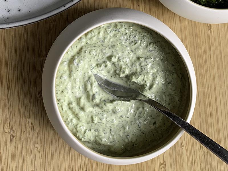 Knoflooksaus op basis van yoghurt