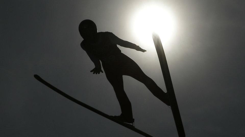 ap-ski-jumping-sun_692132