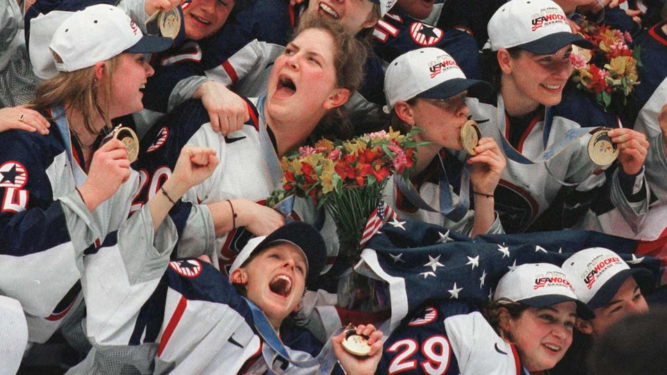 us-womens-celebration-98-gettyimages-452572176_690526