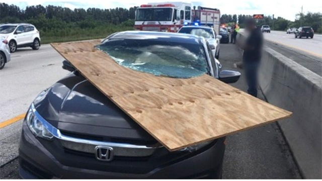 florida driver survives car impales windshield_1539477527217.jpg_58882452_ver1.0_640_360_1539603318359.jpg.jpg