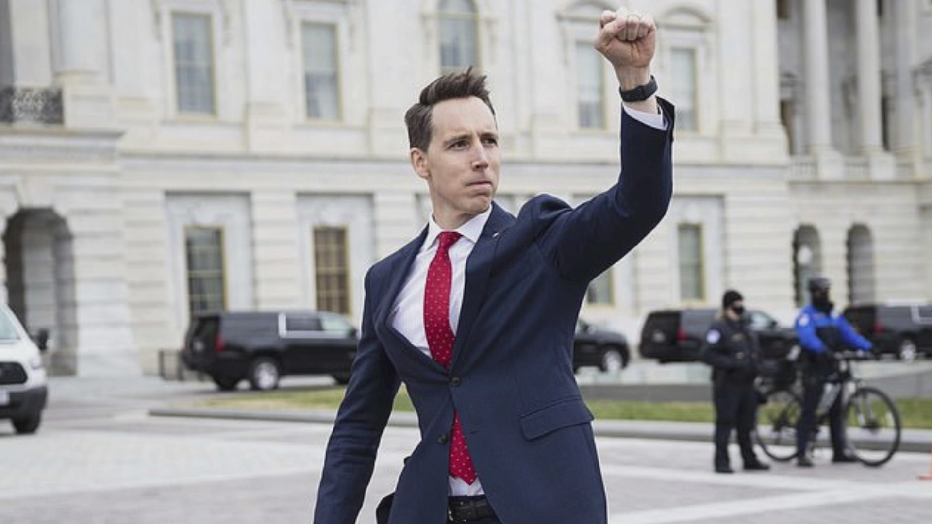 Sen. Hawley criticized for saluting Capitol protesters with fist pump    WAVY.com