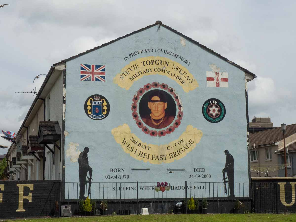 War and remembrance of the troubles with the belfast murals for Belfast mural tours