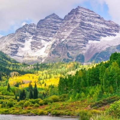 Hiking Maroon Bells in Aspen, Colorado