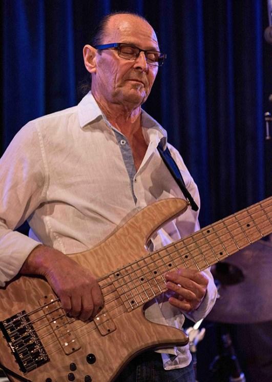 Wayne Jones, premier bass guitarist, smooth jazz recording artist