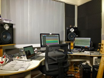 Wayne-Jones-home-studio