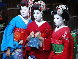 Kunoichi, female ninja, disguise as geisha (illustration purposes)
