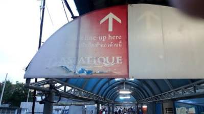 Asiatique sign above