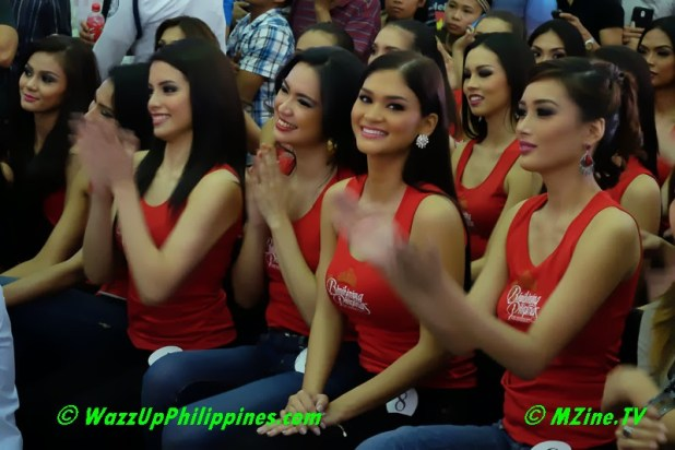 Binibining-Pilipinas-2014-Talent-Show-Pia-Alonzo-with-other-candidates-watching-8878