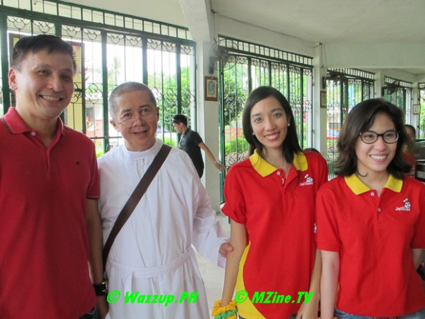 Fr. Uldarico D. Dioquino and Jollibee Representatives