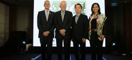 Mr. Don Pusateri, Dr. Sam Rehnborg, President of the Nutrilite Health Institute, Mr. Leo Boon Wang, General Manager of Amway Vietnam and Philippines, and Ms. Leni Olmedo, Amway Philippines' Country Manager