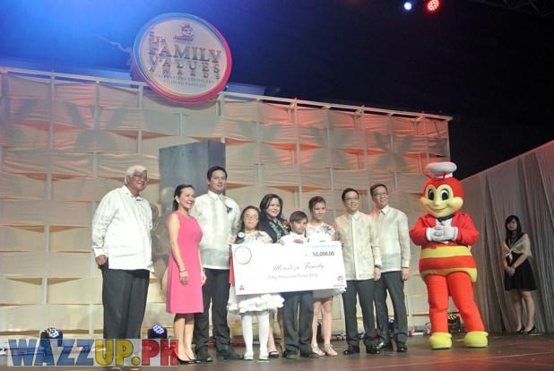 Jolibee 5th Family Values Award Philippines Joseph Tanbuntiong President Blog Blogger Duane Bacon Medoza Wazzup