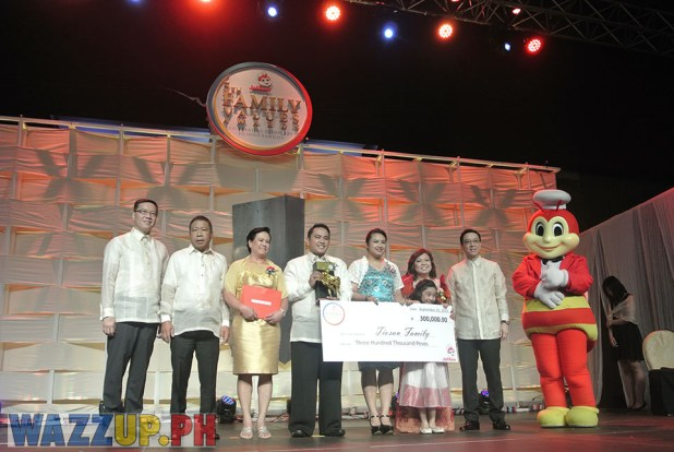 Jolibee 5th Family Values Award Philippines Joseph Tanbuntiong President Blog Blogger Duane Bacon Tiosan Blind Social Entrepreneur Resoponsibility