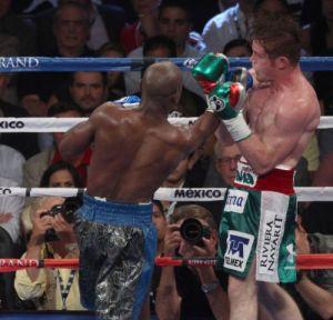 Mayweather defeated Canelo Álvarez