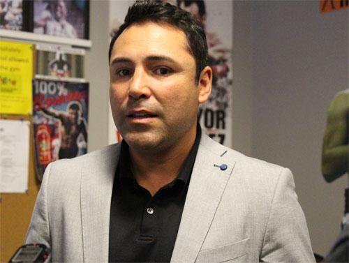 De La Hoya gives advice to today's boxers