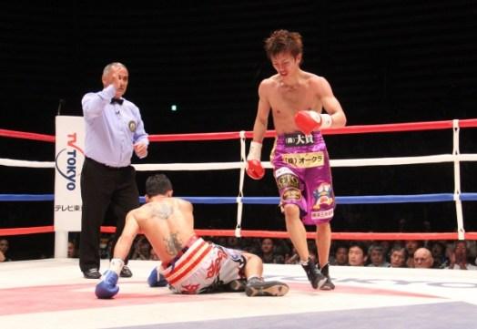 Taguchi defeats Sithmorseng by KO
