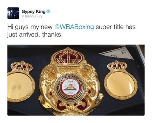 Tyson Fury recibió su faja de supercampeón AMB