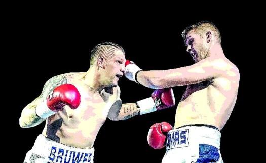 Oosthuizen Wins WBA Pan African Light Heavyweight Title