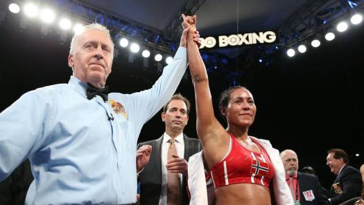 Braekhus had no problems defending title in Carson