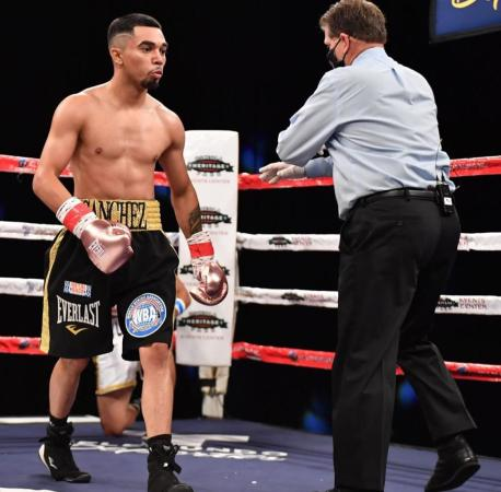 Sanchez knocked out Lozano and is the new WBA-Fedecentro Super Bantamweight champion