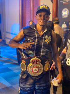 "The ""Avispa"" Puello retains his WBA Interim 140-pound title"