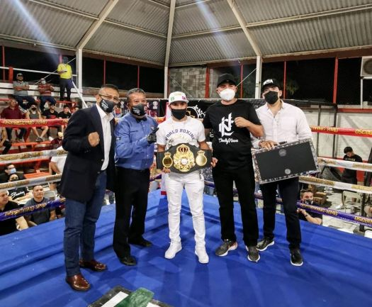 """""""El Gallo"""" Estrada recibió súper campeonato en Hermosillo"""