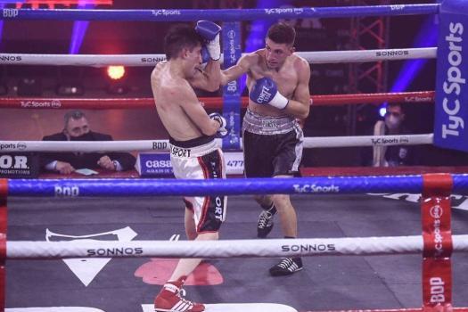 Ayrton Gimenez successfully defended his WBA Fedebol belt