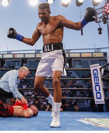 Michel Rivera spectacularly knocked out Jon Fernandez in WBA eliminator