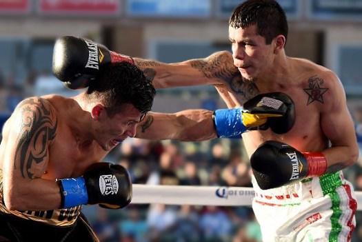 "Flores won the title by beating via split decision tiny (5'1½"") but tough Oscar Escandon in April. (Photo: Getty Images)"