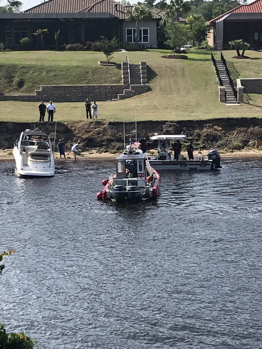 3 boaters helped by HCFR after boat loses power, begins