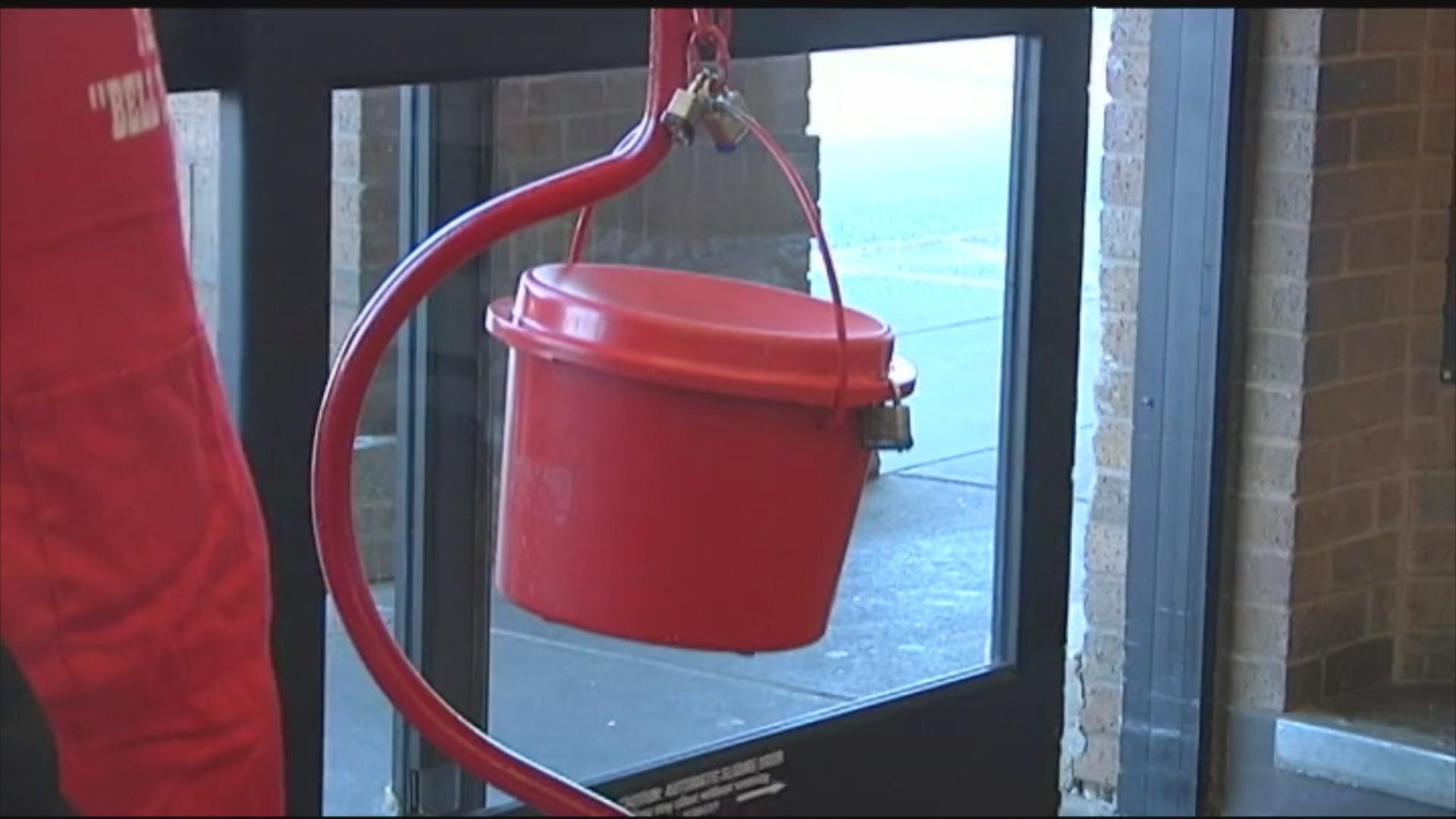 red kettle_1476912970002.jpg