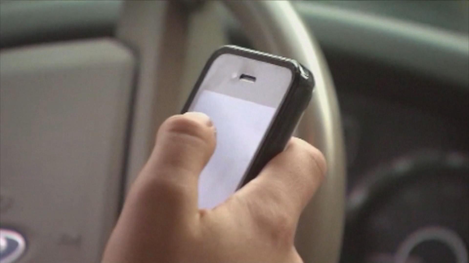 texting & driving_1545084999885.jpg.jpg