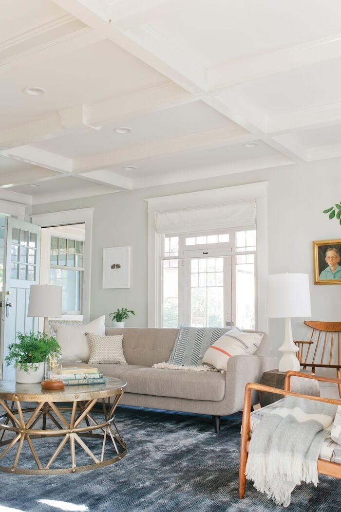 emily-henderson-curbly_livingroom-grey-sofa