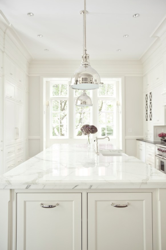 pdl-homes-industrial-lighting-over-island-kitchen