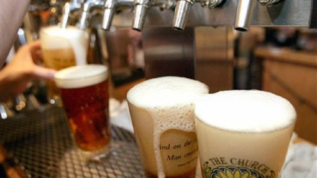 pouring-beer_217312