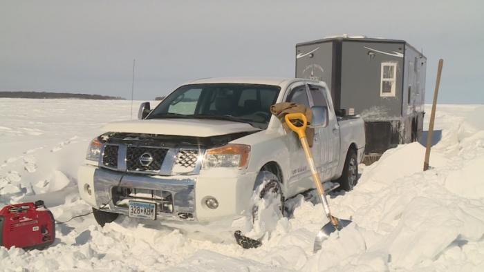 Snow Strands Hundreds Of Ice Fishermen