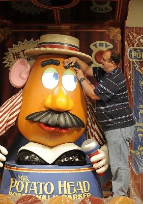 mister_potato_head_disney_hollywood_studios.jpg