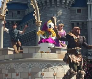 Mickey's-Royal-Friendship-Faire-Daisy-Rapunzel-Flynn