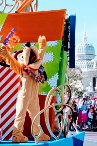Pluto in Move It! Shake It! MousekeDance It! street parade