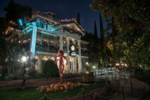 "alt=""The Haunted Mansion at Disney, decked out for Halloween"""