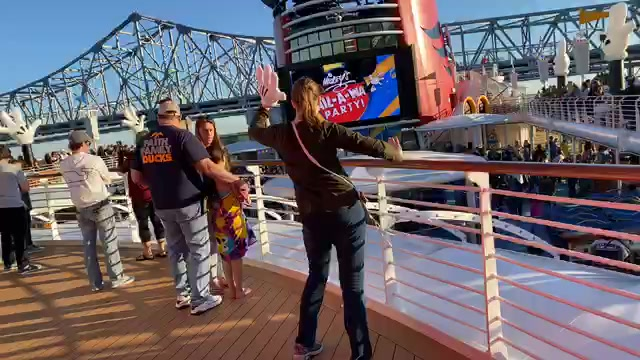 LIVE video from the Sail-A-Wave Party on the inaugural cruise on the Disney Wonder from New Orleans!  Watch, chat, invite a friend and join the fun!!!  Disney Cruise Line