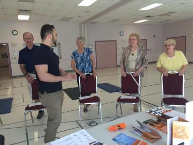 wefixu staff explains to elderly about physiotherapy