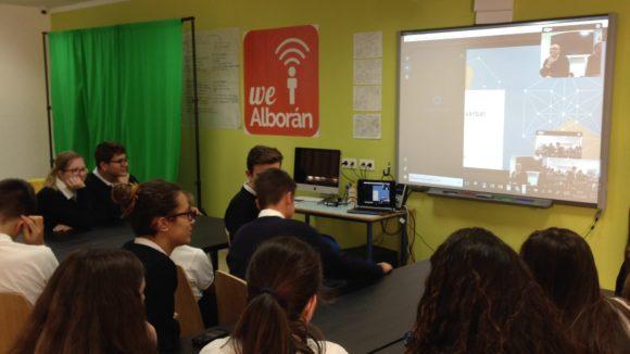 El Decano de la facultad de Comunicación dando la bienvenida a los alumnos