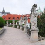 Скульптуры Брауна на террасах сада