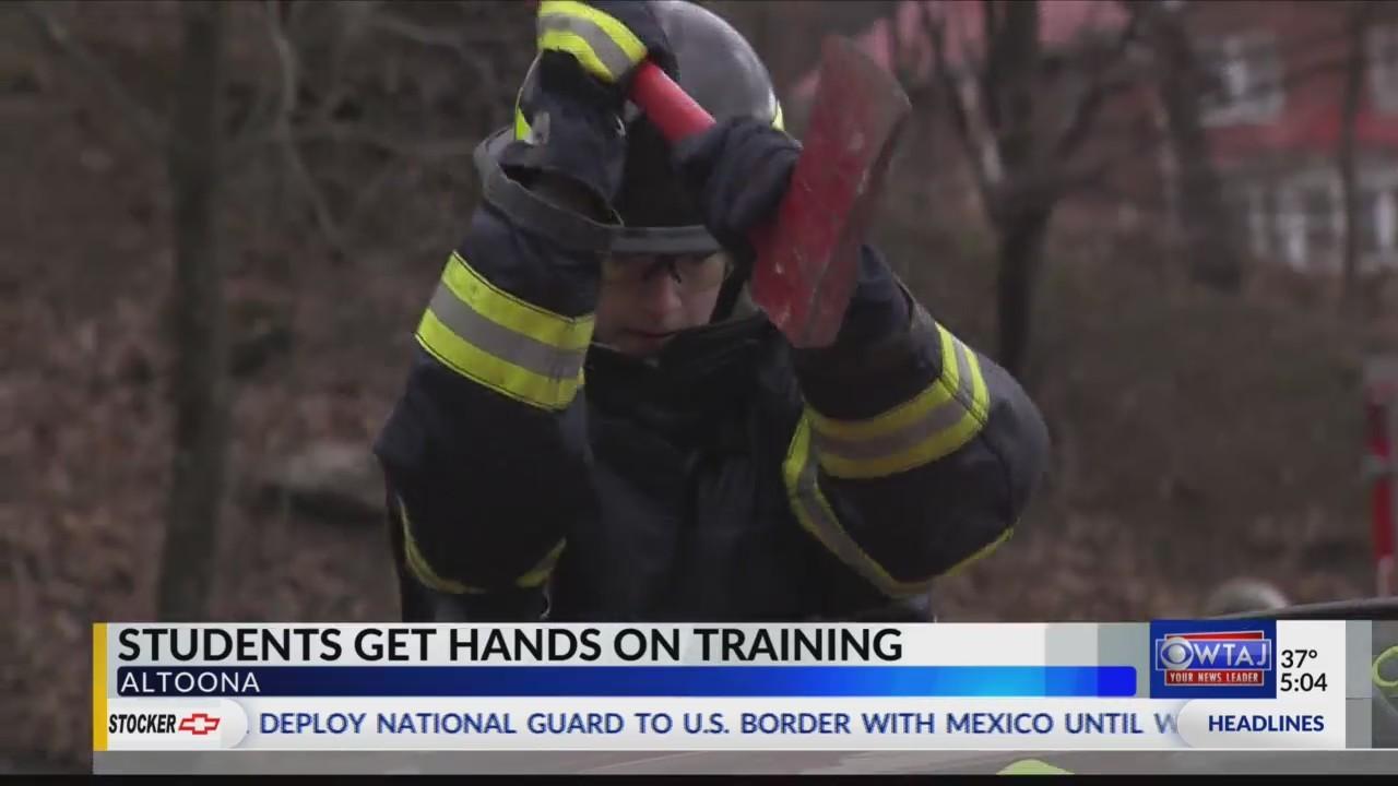 Volunteer_firefighters_teach_students_ca_0_20180404222824