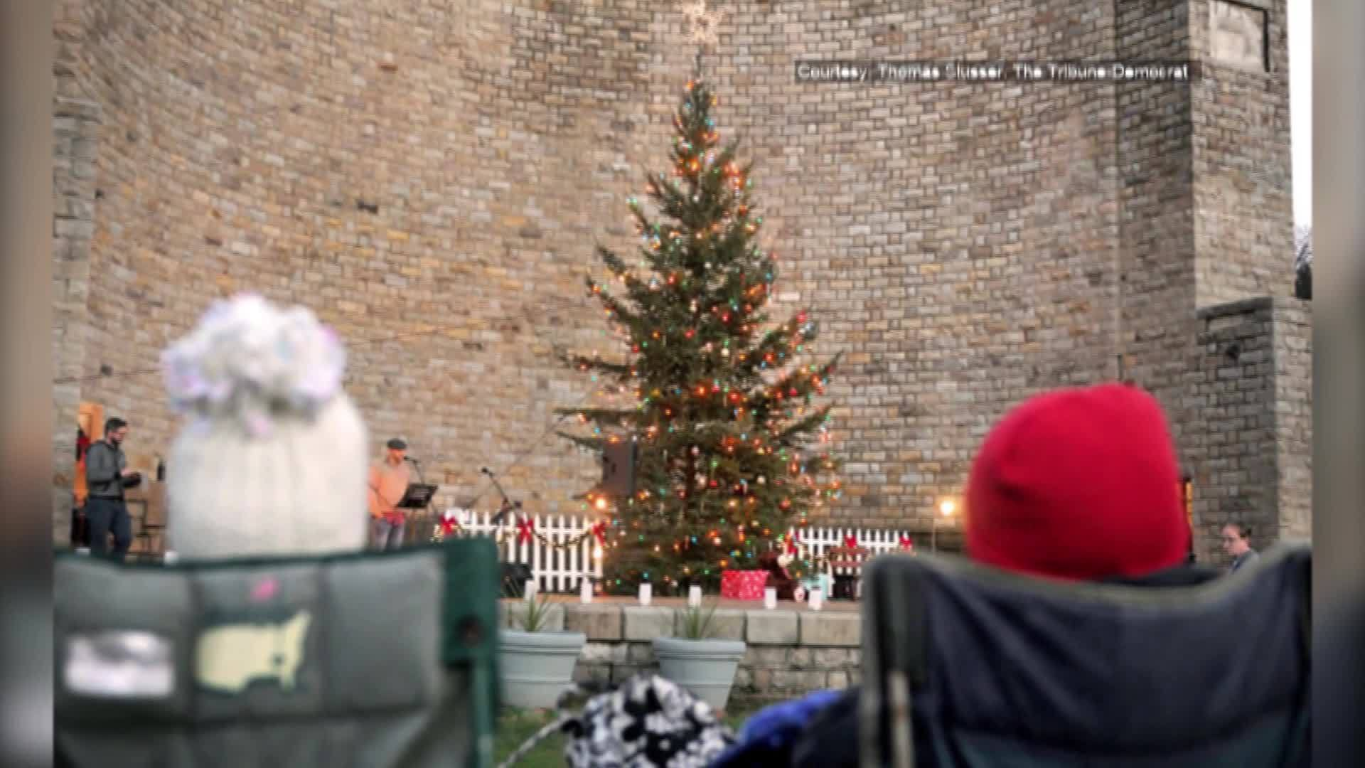 Roxbury_Bandshell_tree_lighting_2_20181203221459
