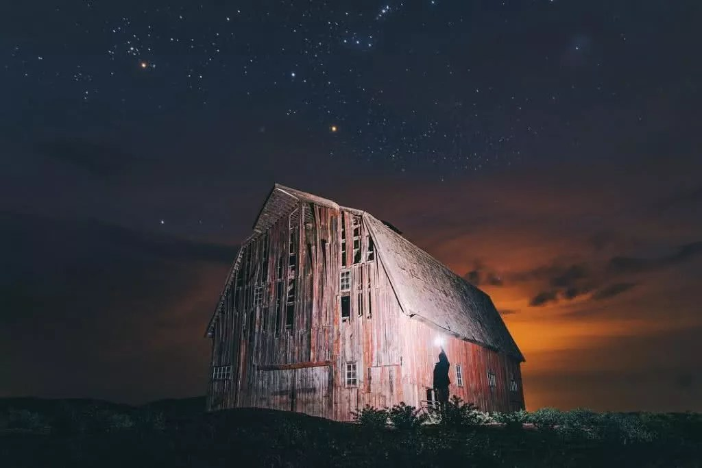 """Microadventures with @borneon.lad 3/5 """"Back to the night when exploring with @instagrannt and @prozipix. This is a remote barn where Superman movie was filmed in 2006."""" #weareexplorers"""