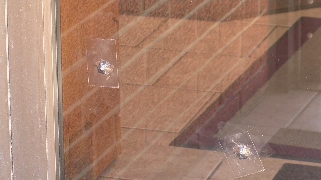 De Pere Police Dept. investigating windows damaged by BB guns