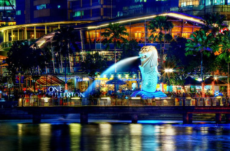1200px-A_Night_Perspective_on_the_Singapore_Merlion_(8347645113) (1)